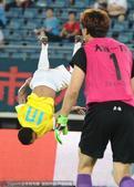 高清:一方4-3申鑫 比罗比罗破门空翻庆祝进球