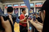 高清:亚洲杯前女篮公开训练 许利民成媒体焦点