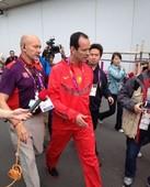 北京时间2012年8月7日,刘翔比赛意外摔倒。自结束被推进治疗时候一直没有现身,众人治疗室外焦急等待...
