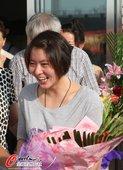 北京时间2012年8月7日,在伦敦奥运会取得女子200蝶泳冠军的焦刘洋,载誉回到了自己家乡哈尔滨,受...