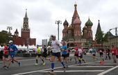 当地时间5月21日,俄罗斯举行全俄半程马拉松比赛,几个举办地同时发枪起跑。