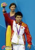 高清图:男子十米台美国夺金 邱波微笑面对银牌