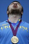 高清图:乌克兰选手举重夺冠 仰天长啸庆祝胜利