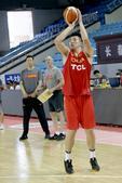 中国男篮红队训练备战 邹雨宸归队狂练远投(图)