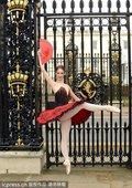 高清图:闭幕式芭蕾美女写真 足尖演绎红色热情