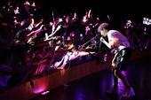 """搜狐娱乐讯 5月13日,超人气创作歌手汪苏泷2017""""莱芙TOUR""""全国巡回演唱会第二站在成都热力开..."""