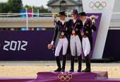高清图:马术盛装舞步英国夺冠 马背上英姿飒爽