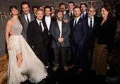 """《霍比特人2》全球首映 卷福领众星走""""黑毯"""""""