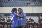 高清:一方2-0胜梅州 穆谢奎梅开二度破门庆祝