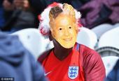 高清图:美女戴花环披国旗 英女王面具助阵德比