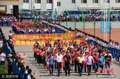 2017年6月5日,辽宁丹东,古镇大孤山迎来了第二十二个送考节。当天,孤山镇两万多百姓自发走上街头,...