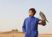 高清:国乒沙漠之中拍广告 丁宁擎猎鹰具明星范