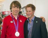 北京时间2012年8月2日,英国王室成员哈里王子参观奥运村加拿大代表团驻地,并与运动员亲切交谈。更多...