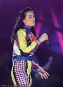 2012年12月10日讯,美国,当地时间12月8日,凯蒂-佩里(Katy Perry)迪拜演唱会携众...