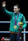 高清图:爱尔兰女拳击手夺冠 激动不已跪地庆祝