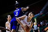 高清:亚洲杯女篮大胜菲律宾 李月汝强攻造犯规