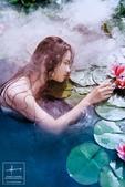 近日,校花@杨可加油 在微博发布一组唯美写真,柔情演绎出水芙蓉,傲人身材引人遐想。图片来自@摄影师张...
