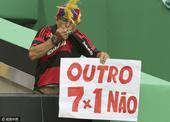 男足决赛巴西战德国 球迷标语拒绝惨败重演(图)