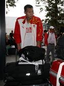 北京时间2012年8月8日,中国男篮的小伙子们启程回国,在本届伦敦奥运会上中国男篮小组赛一场未胜,创...