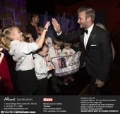 当地时间2014年12月12日,英国伦敦,贝克汉姆亮相2014英国太阳军队颁奖典礼。在典礼现场,他与...