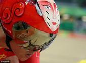 女子自行车凯林赛次轮 钟天使脸谱头盔抢镜(图)