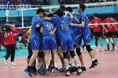 高清:男排决赛上海3-2荣膺13冠王 众将拥抱欢呼
