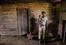 摄影师镜头记录喀麦隆少女妈妈的生活