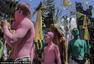 印尼神秘驱邪仪式 民众身涂色彩游行