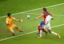 高清图:韩国闪电丢球惨败 金英权眼看对手破门