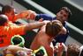 高清图:场下西班牙进球一边倒 看台球迷起冲突