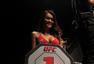 高清:UFC举牌宝贝风采 劲爆身材让人目不转睛