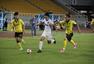 高清:呼和浩特2-0战胜客家 双方球员激烈拼抢
