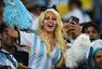高清图:阿根廷女球迷秀豪乳 看台助威不慎露点