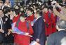 朝鲜女足抵日参加奥预赛 红衣抢眼步伐整齐-图