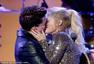 2015全美音乐奖现场 梅根与查理合唱后激吻