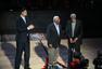 高清:姚明与两名宿现身赛场 中场致敬篮球之父