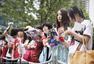 幻灯:小贝抵京办二度中国行 女球迷举球衣迎接