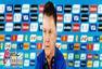 高清图:荷兰轻松训练 范佩西偷笑斯内德天然呆