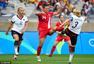 高清图:德国女足点杀进决赛 拥抱起飞难抑兴奋