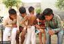 """印度8岁男孩长""""尾巴""""被奉为""""猴神"""""""