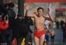 """组图:太原市民组团上街""""裸奔"""" 呼吁治理雾霾"""