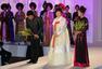 朴槿惠访问越南 盛装亮相韩服时装秀