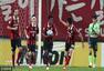 高清:首尔2-1全北 阿德里亚诺破门与队友庆祝