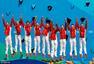 高清图:中国队花游团体摘银 登山寻龙创意十足