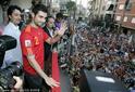高清图:西班牙阿尔比奥尔回到家乡 享英雄礼遇