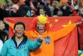 北京时间7月12日2点30分,世界杯决赛,荷兰对西班牙的比赛在南非约翰内随堡足球城体育场举行。西班牙...