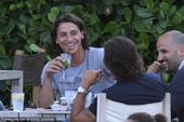 2010年7月8日,没有能够带领瑞典队闯进世界杯的伊布拉希莫维奇与朋友在迈阿密海滩度假,享受悠闲假期...