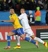 北京时间6月29日凌晨2点30分,2010南非世界杯第6场1/8决赛开战。在约翰内斯堡的埃利斯公园球...