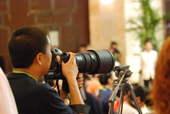 8月22日,发布会上记者们的装备。搜狐体育 原生猪/摄