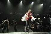 详实记录流行音乐天王迈克尔・杰克逊生前最后一次演唱会彩排盛况的电影《迈克尔・杰克逊:就是这样》将于1...